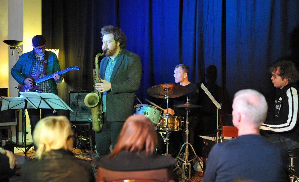 BOH Jazz mit dem Trio des Jazzgitarristen Christian Hassenstein und dem irischen Tenorsaxofonist Matt Helpin