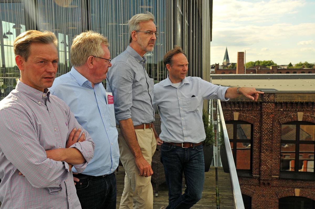 Die drei Bocholter Verwaltungsvorstandsmitglieder erläutern Landrat Kai Zwicker (re) den Stand der Arbeiten auf dem KuBAaI-Gelände - Foto: Bruno Wansing, bocholt.de