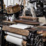 Die Maschinen laufen wieder! Ab sofort ist die Weberei des TextilWerks Bocholt wieder für Besucherinnen und Besucher geöffnet. Foto: LWL / Borgmann